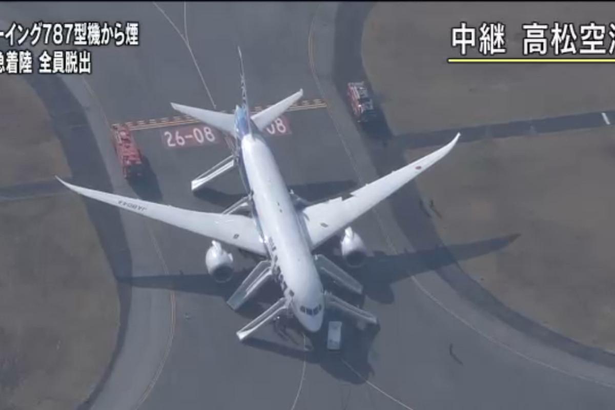 dreamliner 787 emergency (nhk)