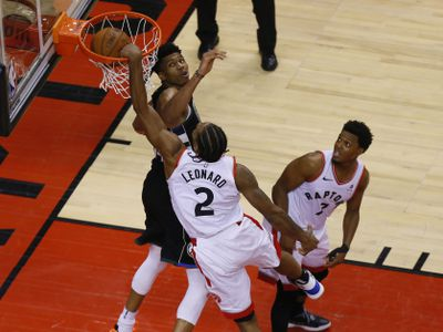 usa today 12770865 - Kawhi vs. Giannis at the rim was basketball nirvana