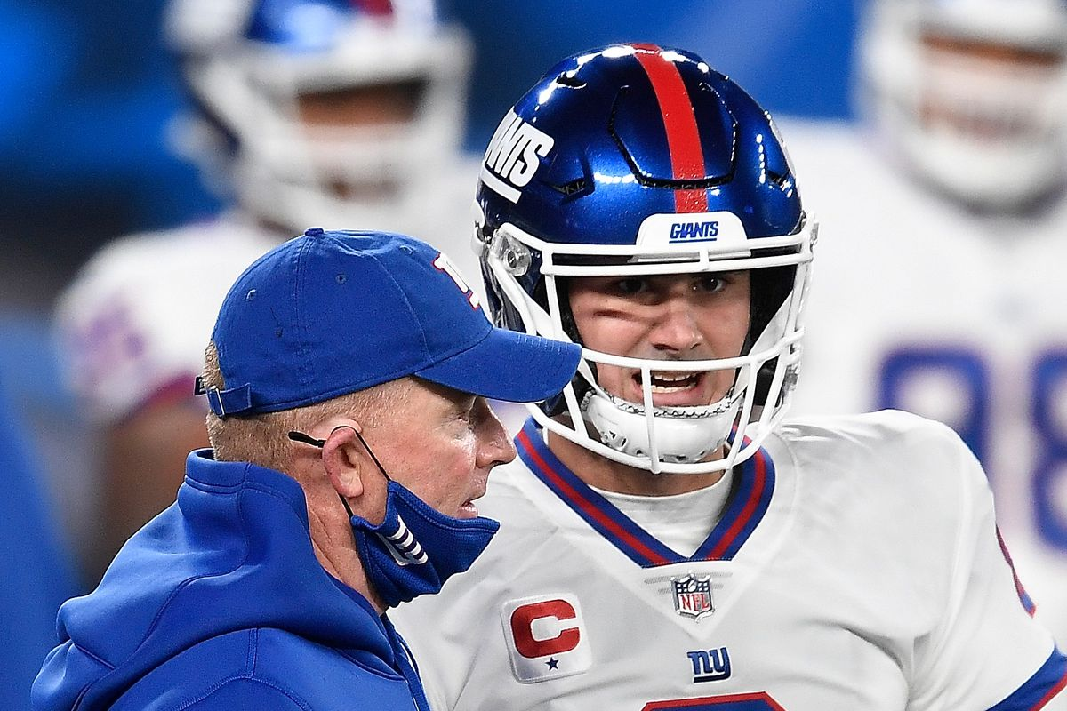 Daniel Jones #8 and offensive coordinator Jason Garrett of the New York Giants converse during warms up prior to facing the Tampa Bay Buccaneers at MetLife Stadium on November 02, 2020 in East Rutherford, New Jersey.