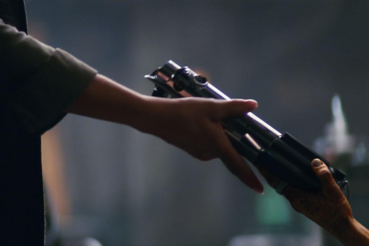 star wars jedi: fallen order star-wars-7-force-awakens-lightsaber-handoff-hi-res