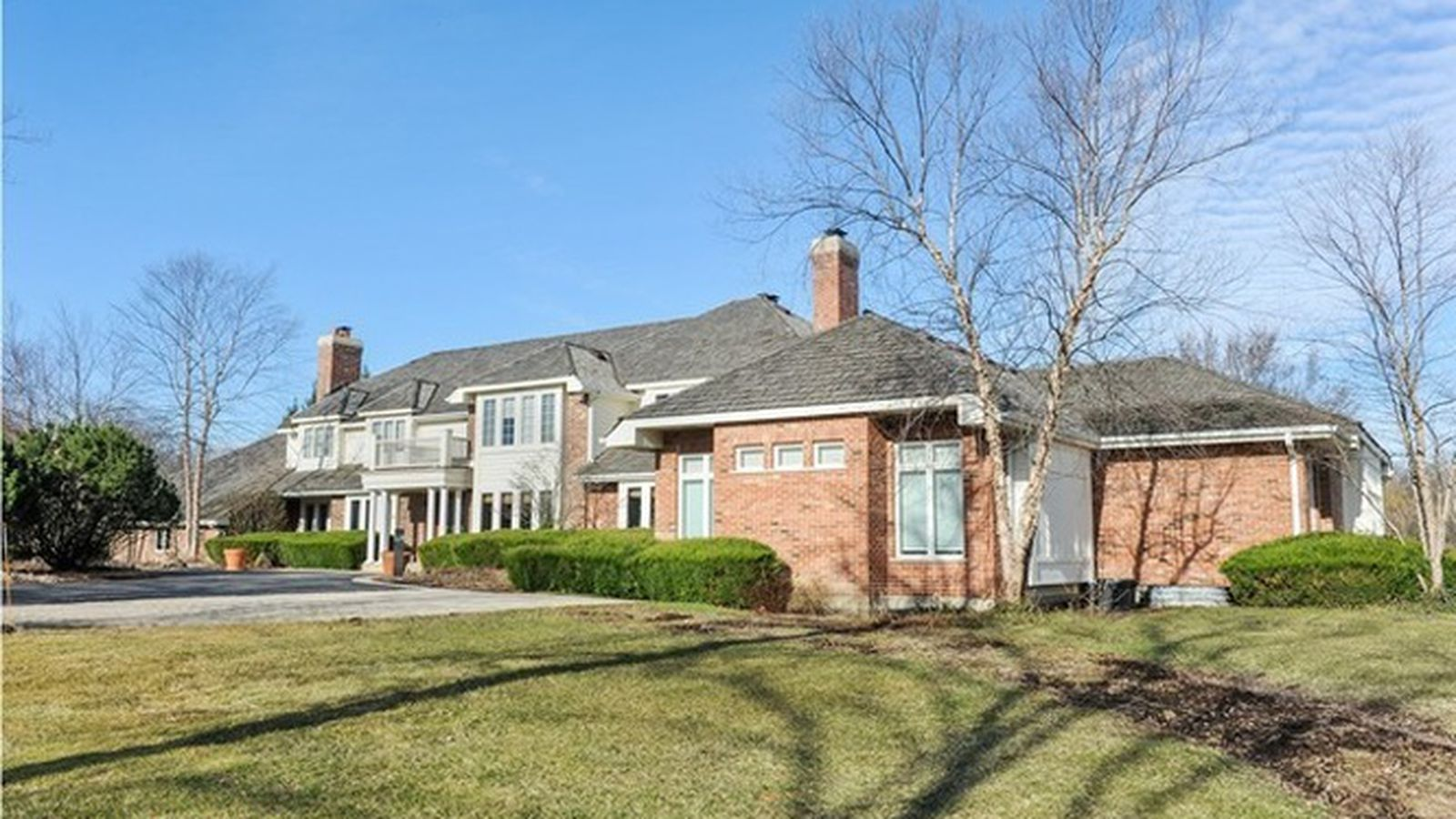 Retired chicago bear brian urlacher lists suburban mansion for Chicago mansion for sale