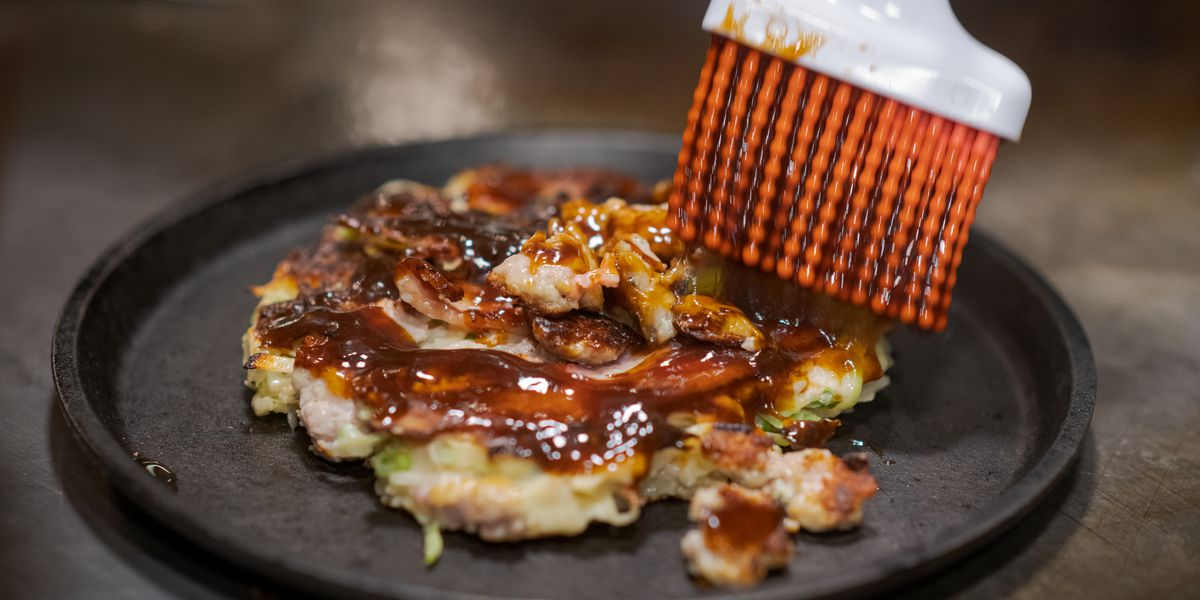 A Critic Gives Chicago's First Okonomiyaki Restaurant High Marks