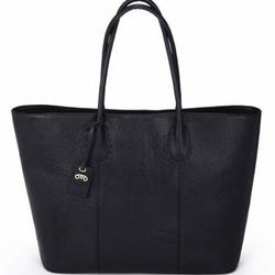 """Blogger <a href=""""http://la.racked.com/archives/2013/08/05/new_la_bag_line_rovimoss_is_already_a_blogstar_fave.php"""">favorite</a> RoviMoss reveals a sleek and minimalist tote (<a href=""""http://rovimoss.com/index.php?route=product/product&path=61&product_id=1"""