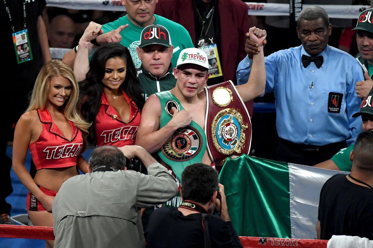 848117816.jpg.0 - De La Hoya-Rios interim title fight planned for July 13th