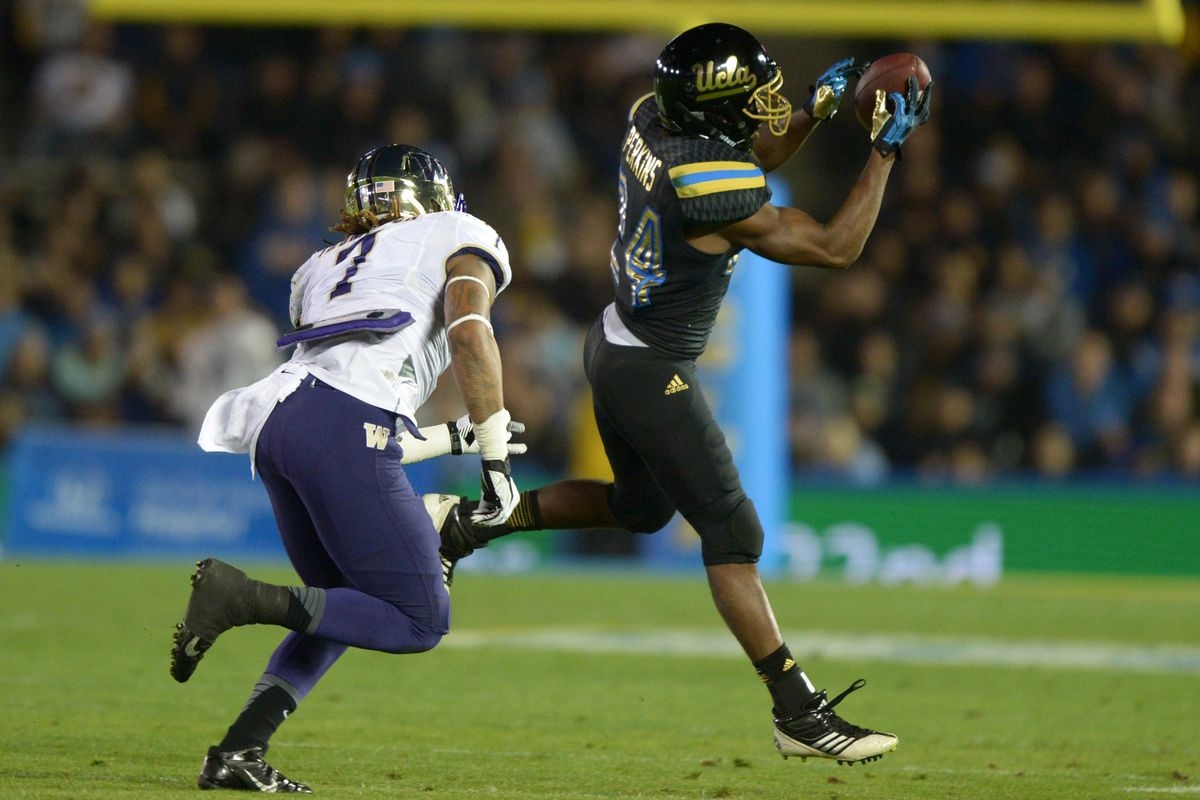 The Bruins are back in black tonight as they debut their City alternate unis, but the 2013 black unis looked better.