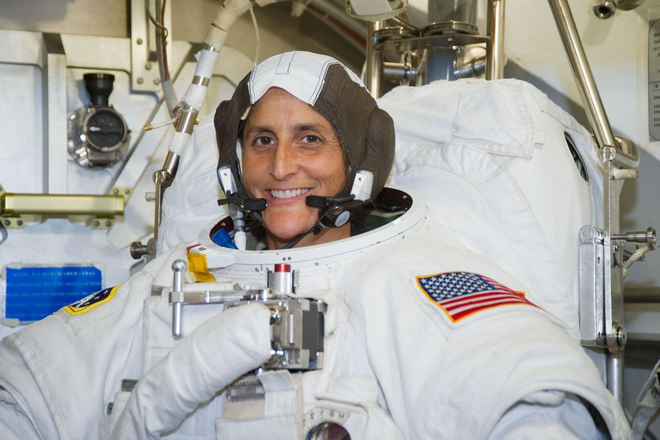 nasa veteran sunita williams tells us what it s like to get ready to fly a new spacecraft