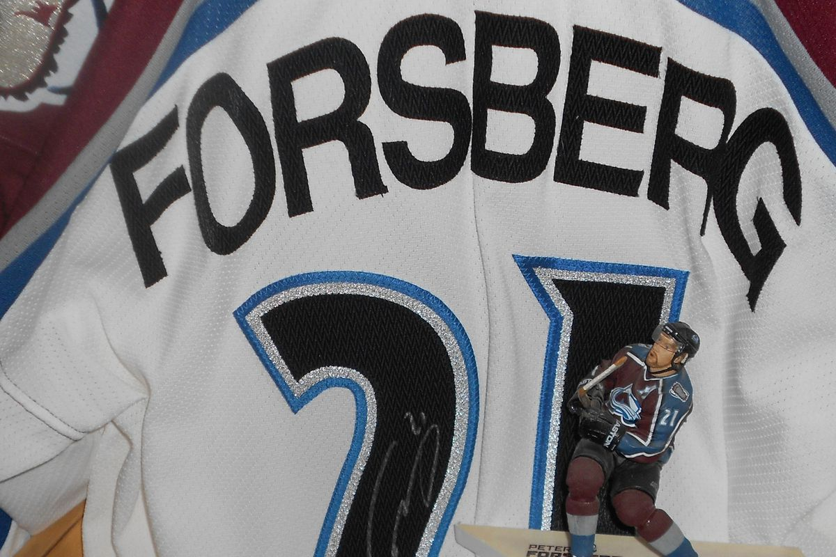 Signed Peter Forsberg Avs jersey with figure