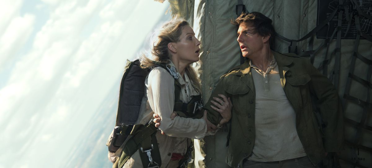 """Roeper summer preview: Annabelle Wallis and Tom Cruise in """"The Mummy."""" 