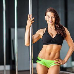 """<a href=""""http://ny.racked.com/archives/2013/08/06/hottest_trainer_contestant_3_marlo_fisken.php""""><b>Marlo Fisken</b></a>. Photo by <a href=""""http://peladopelado.com/"""">Driely S</a>"""