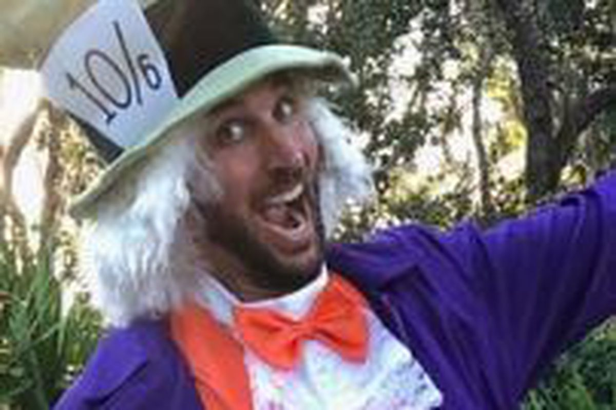 Adam Wainwright Is In Costume Again A Hunt And Peck