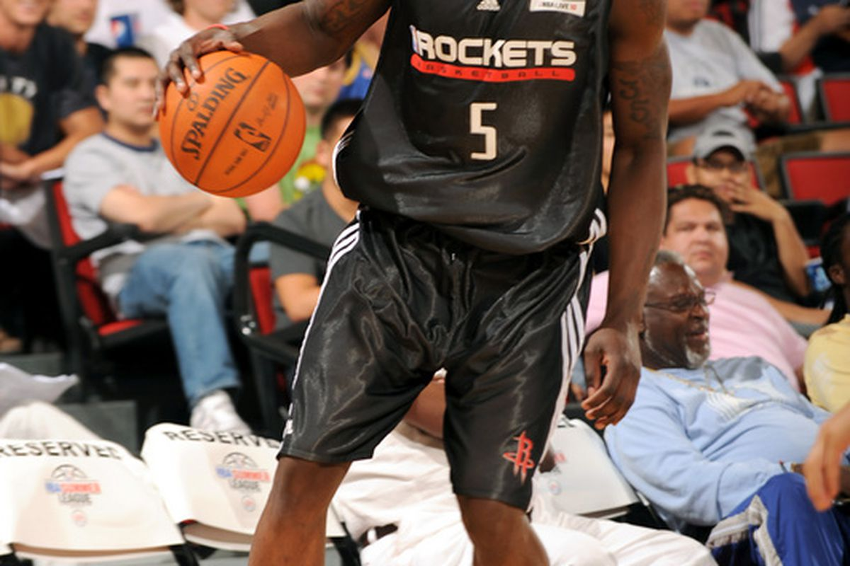Jermaine Taylor of the Houston Rockets looks to pass the ball against the Dallas Mavericks during Summer League play.  (Getty/Ellwood)
