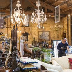 Old Chicago Antiques in Avondale.   Tyler LaRiviere/Sun-Times