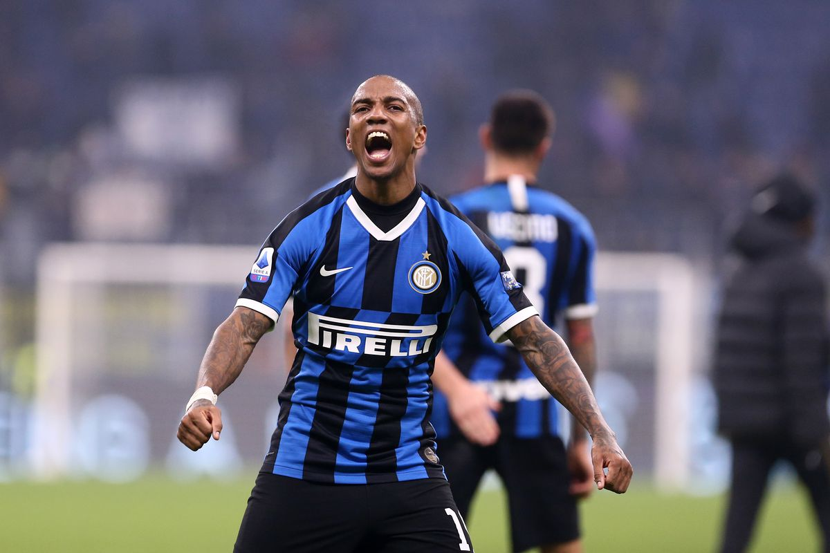 Ashley Young of FC Internazionale celebrate at the end of...