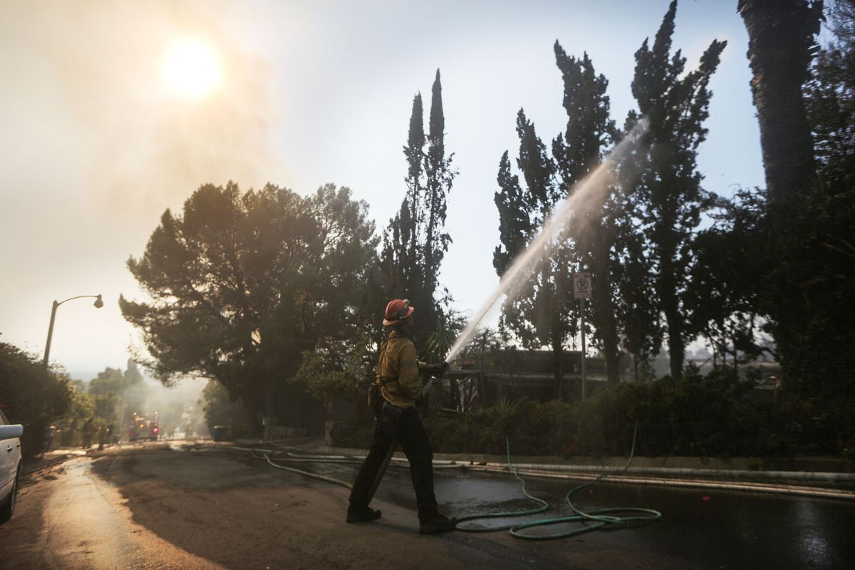 Skirball Fire Evacuations Lifted In Bel Air Fire 30 Percent