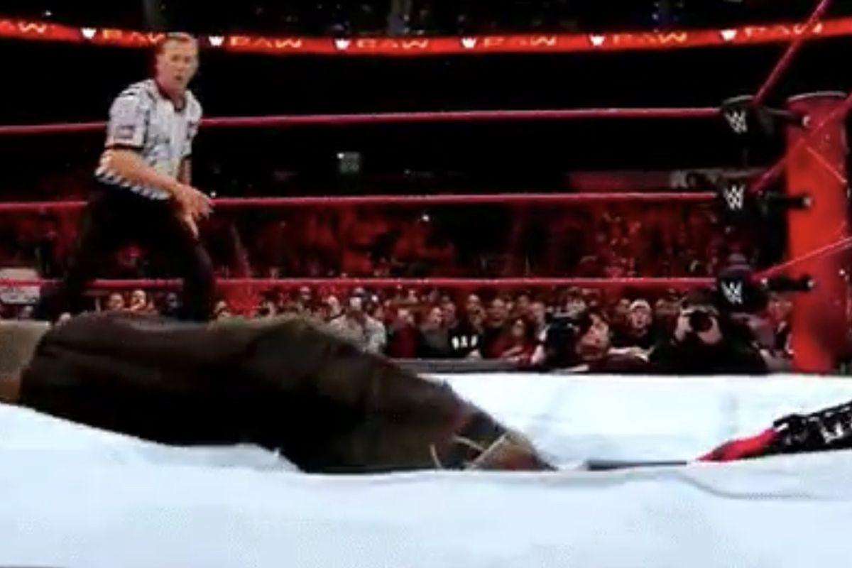Braun Strowman Kane Through Ring Reddit