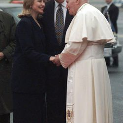 President Bill Clinton, center, and his wife, Hillary, left, greet Pope John Paul II at Newark International Airport in Newark, N.J., on Wednesday Oct. 4, 1995.