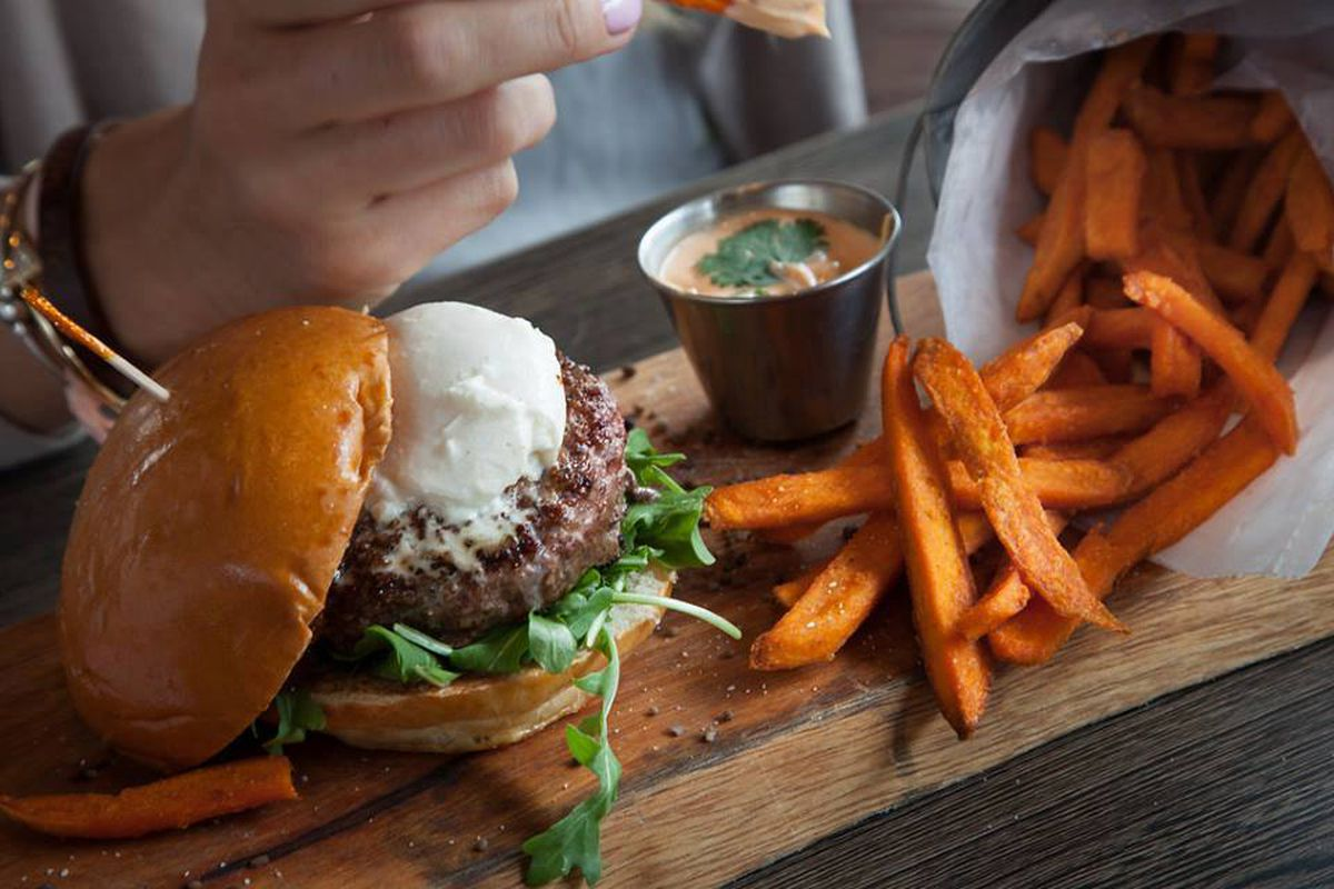 Beverly Burger Restaurant Lands Boston Proper Location Near Td