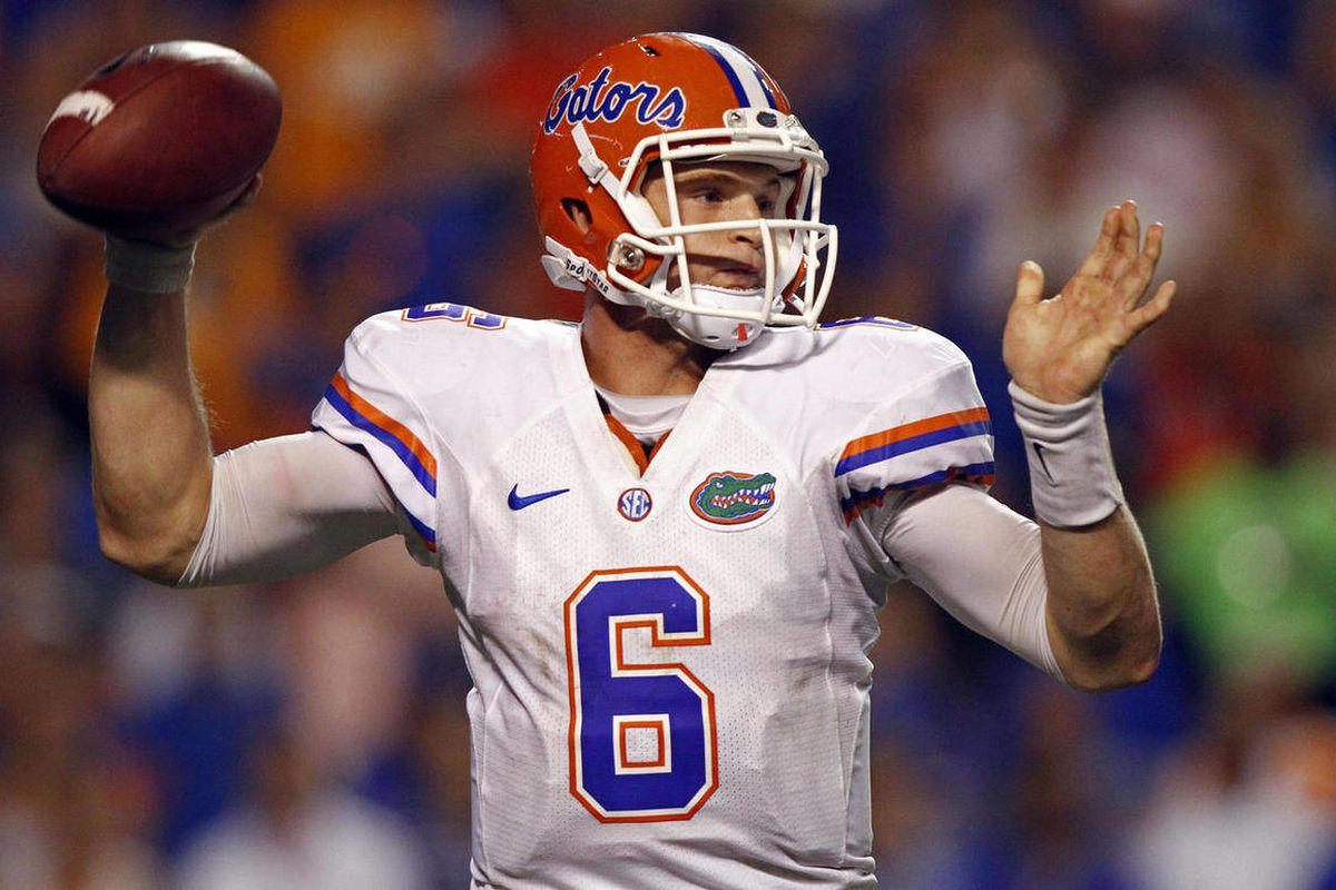 Florida quarterback Jeff Driskel (6) throws a pass during the fourth quarter of an NCAA college football game against the Tennessee on Saturday, Sept. 15, 2012, in Knoxville, Tenn. Florida won 37-20.