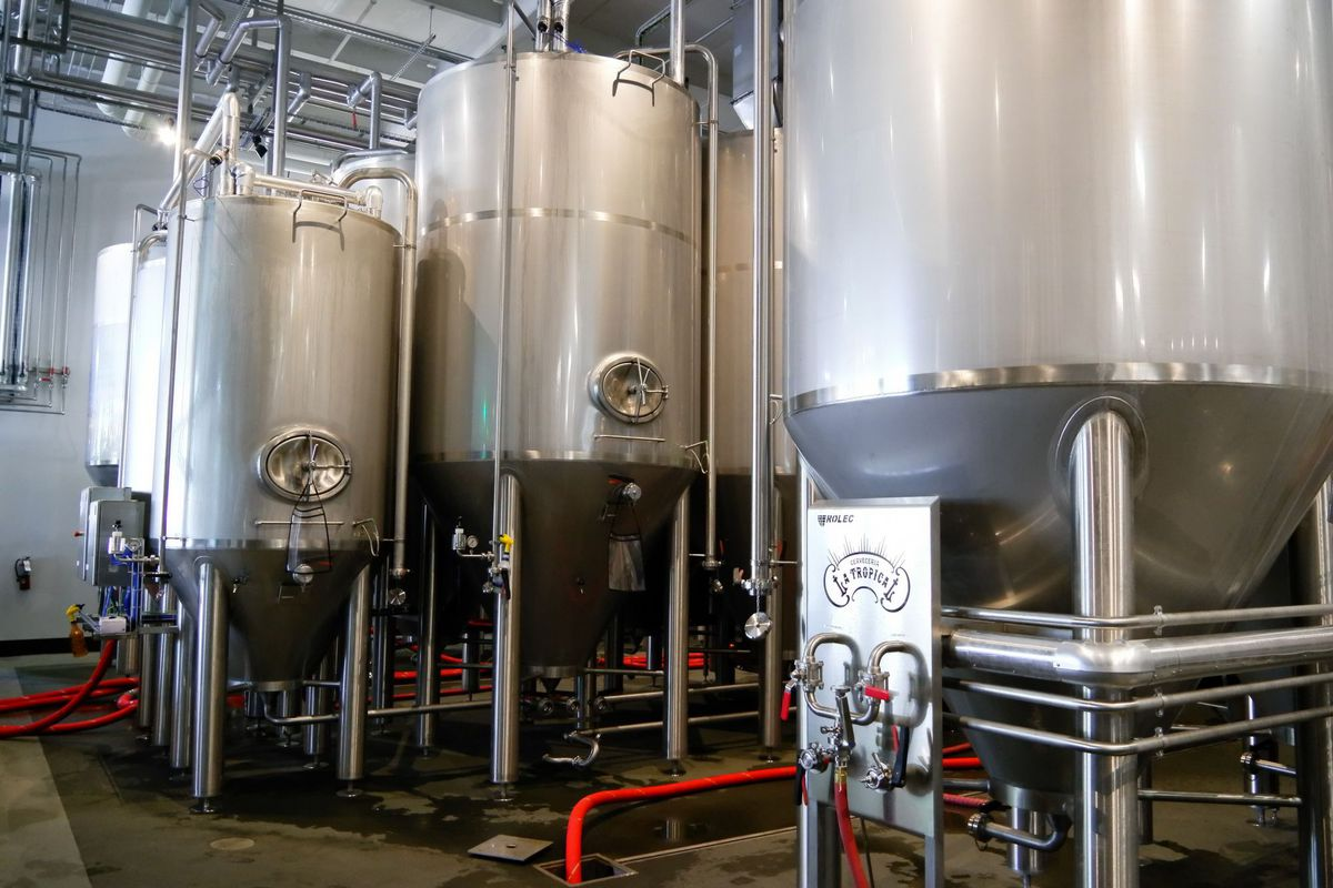 Brewing room for the beers with several large silver tanks