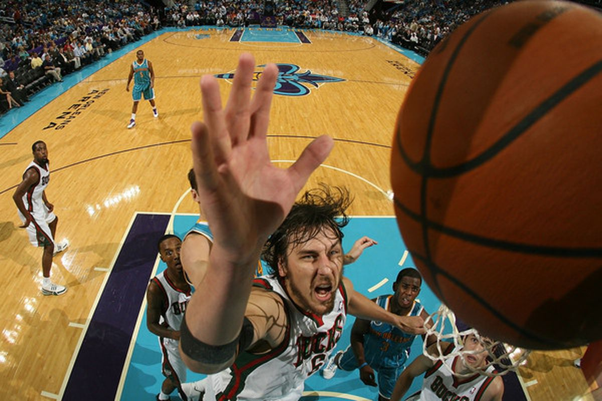 Bogut ditched the glove on the way to New Orleans.