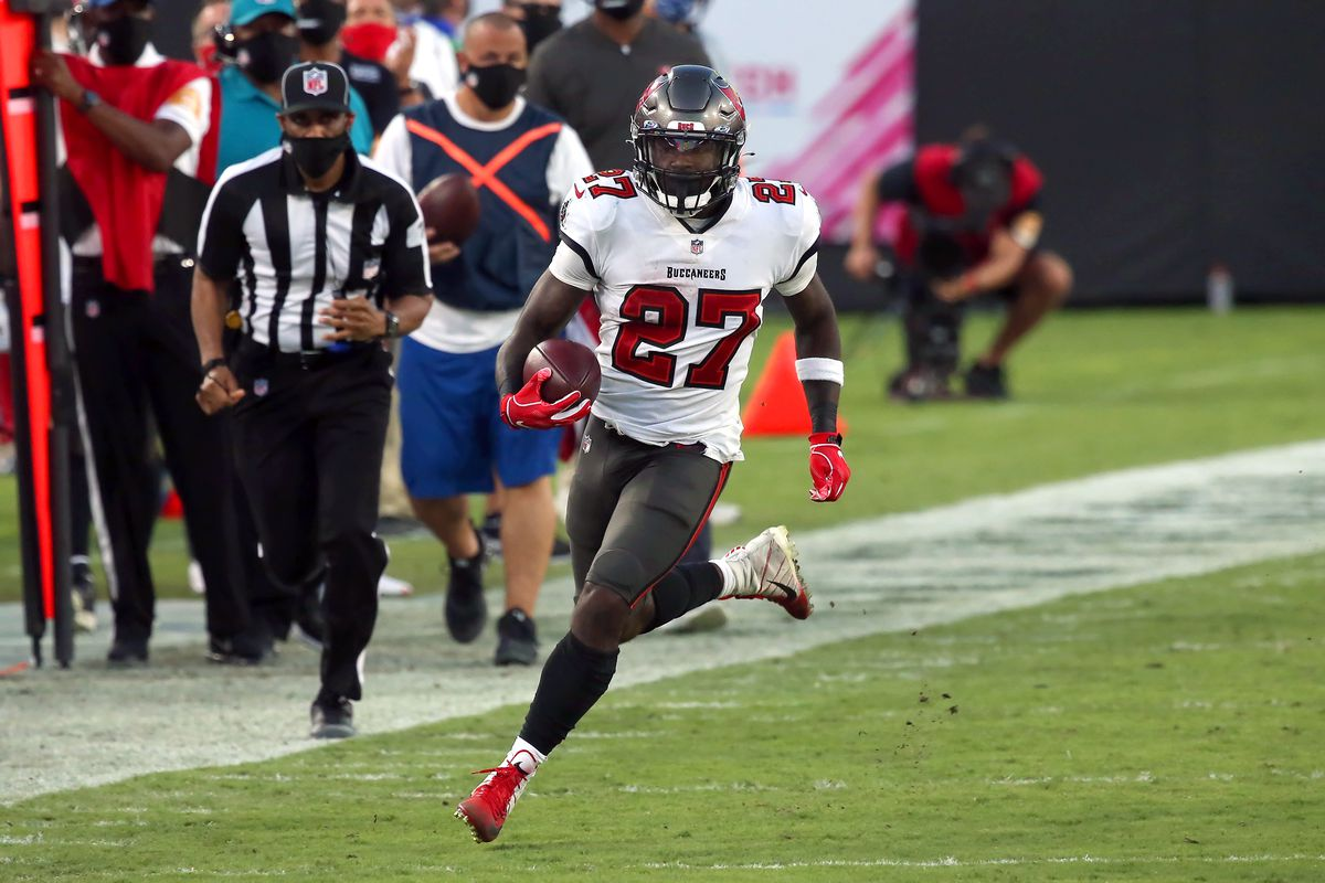Pushed into a corner, the Bucs have their RB1 in Ronald Jones II - Bucs  Nation