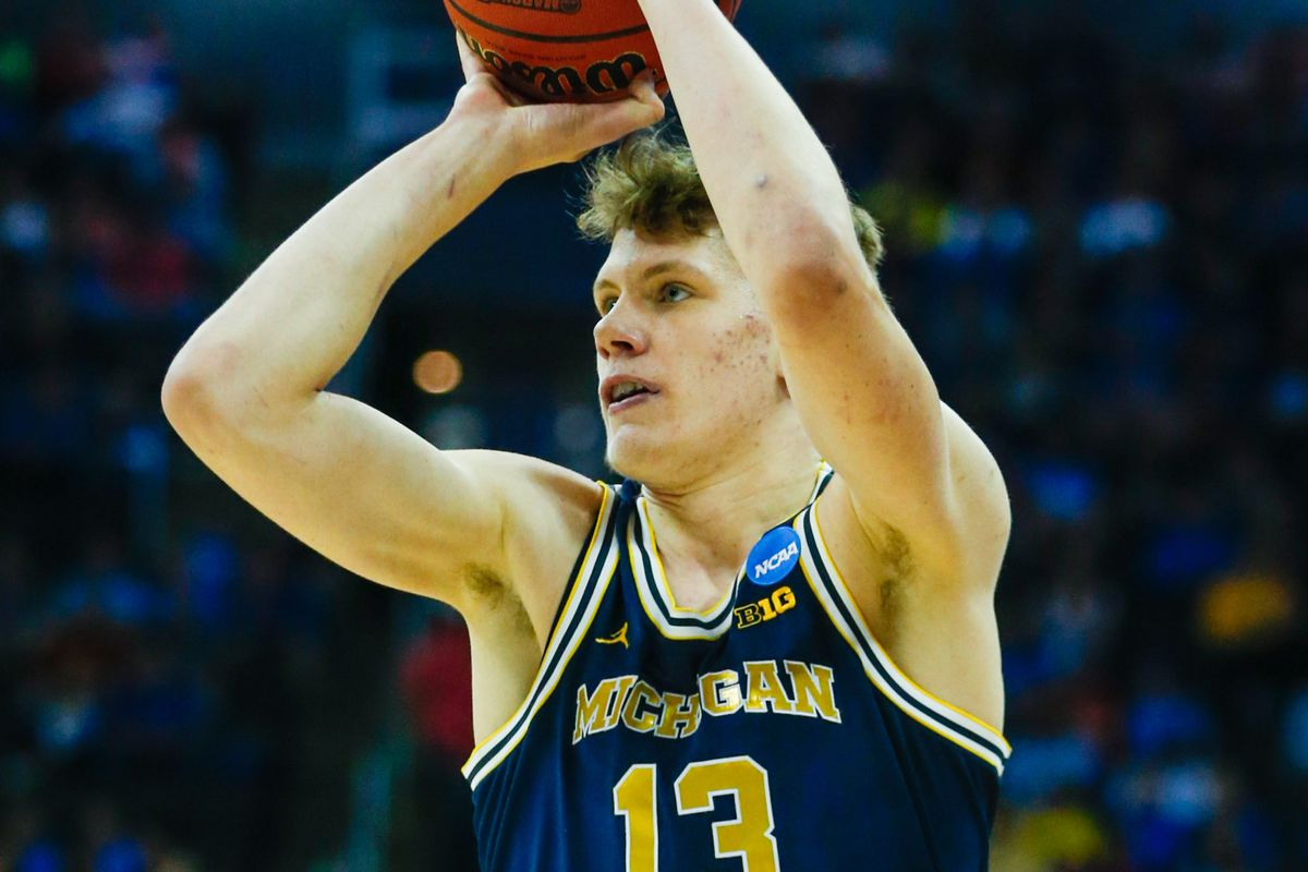 Wagner returning to Michigan, Wilson staying in draft