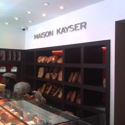 """<a href=""""http://ny.eater.com/archives/2012/08/maison_kayser_rises_majestically_on_the_upper_east_side.php"""">Maison Kayser Bakery Explodes Onto UES</a>"""