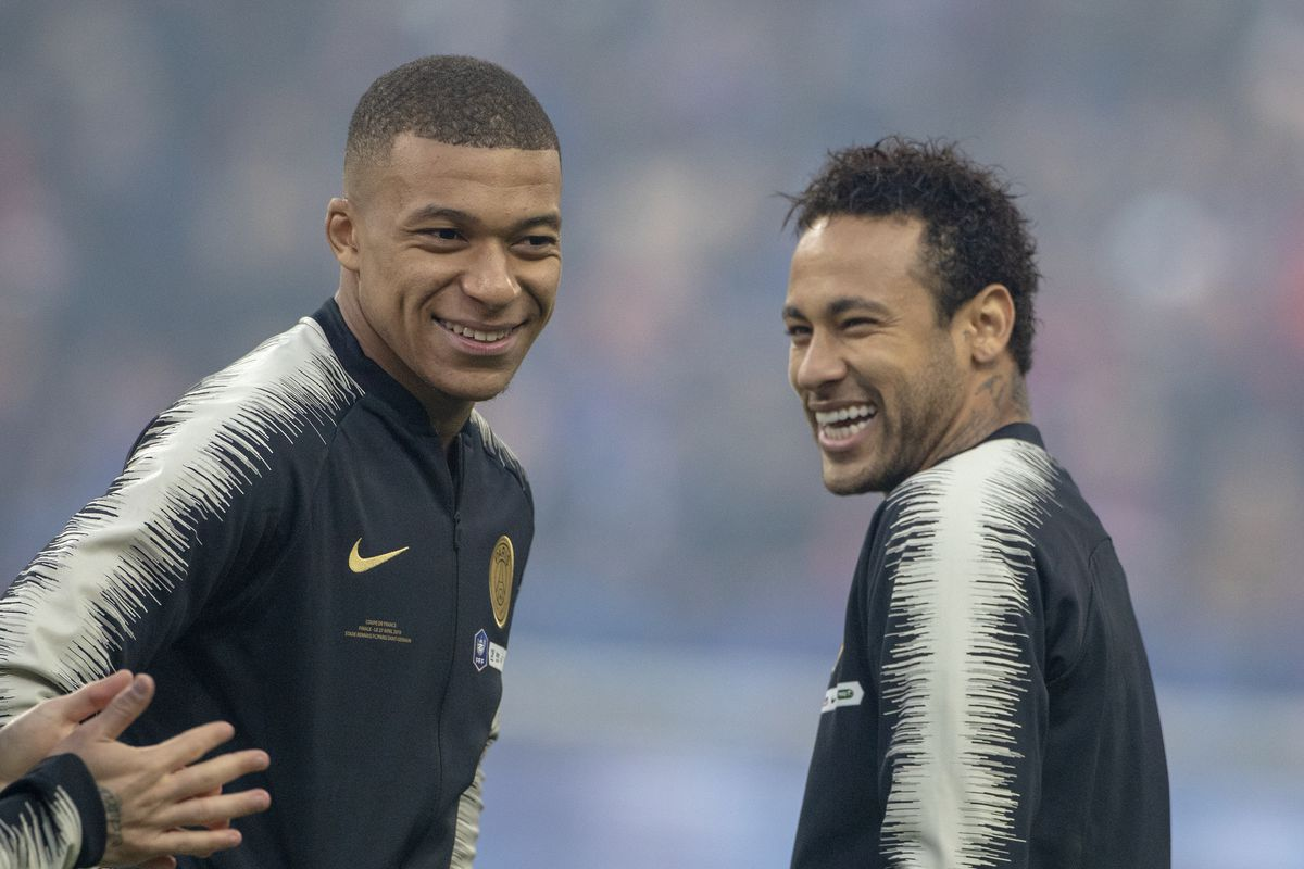 Rumors: Barcelona deciding between Kylian Mbappe or Neymar