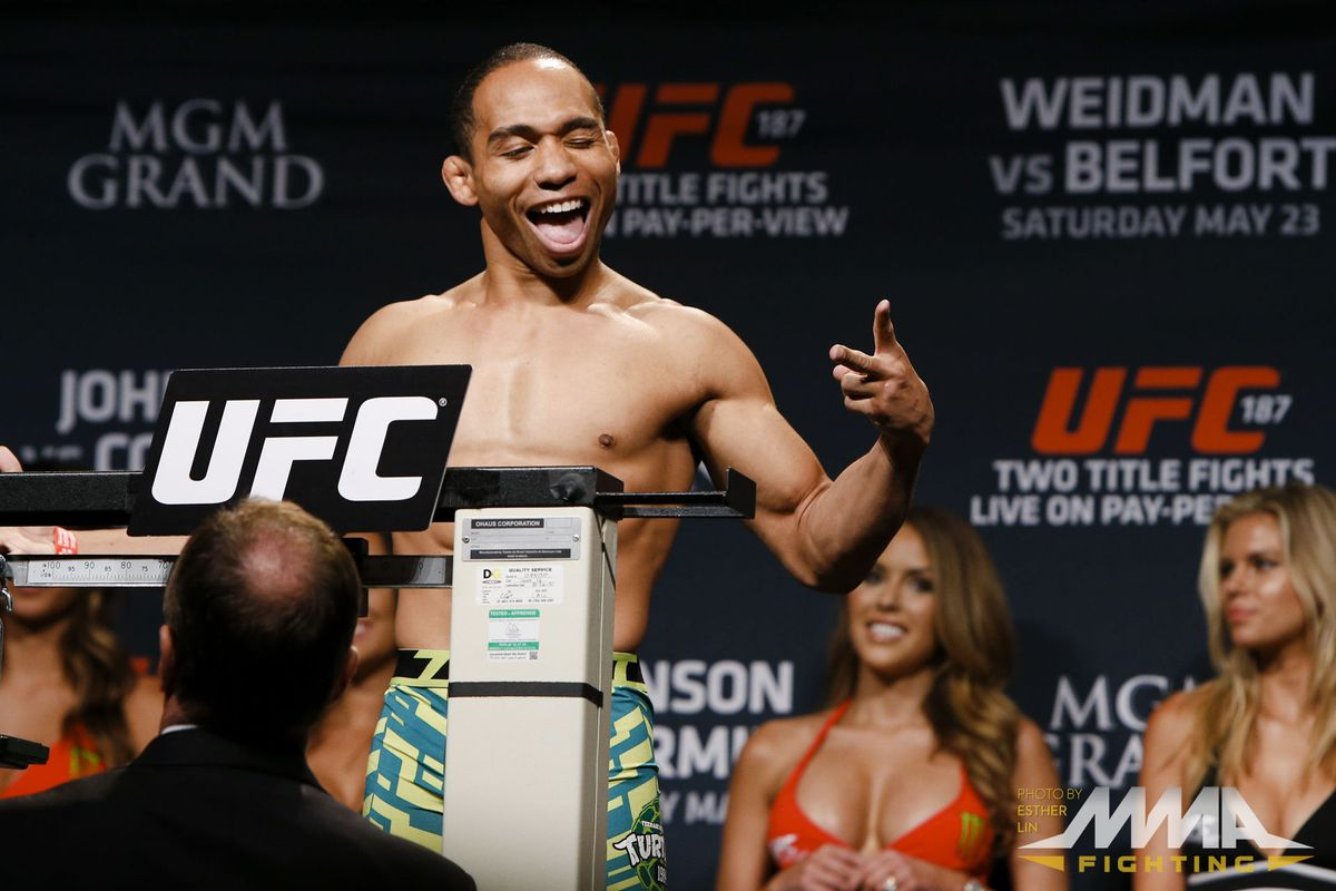 UFC 187 weigh ins photos gallery for 'Johnson vs. Cormier' PPV in Las Vegas