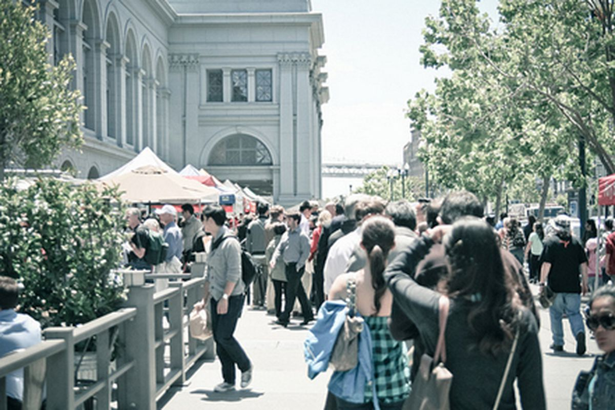 Roli Roti line at the Ferry Building.