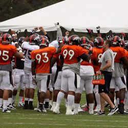 The team brings it in before breaking into drills