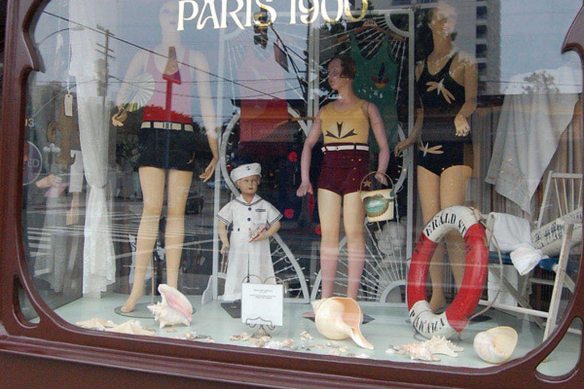 """Image via <a href=""""http://parisvienne.blogspot.com/2011_08_01_archive.html"""">Paris Vienne</a>"""