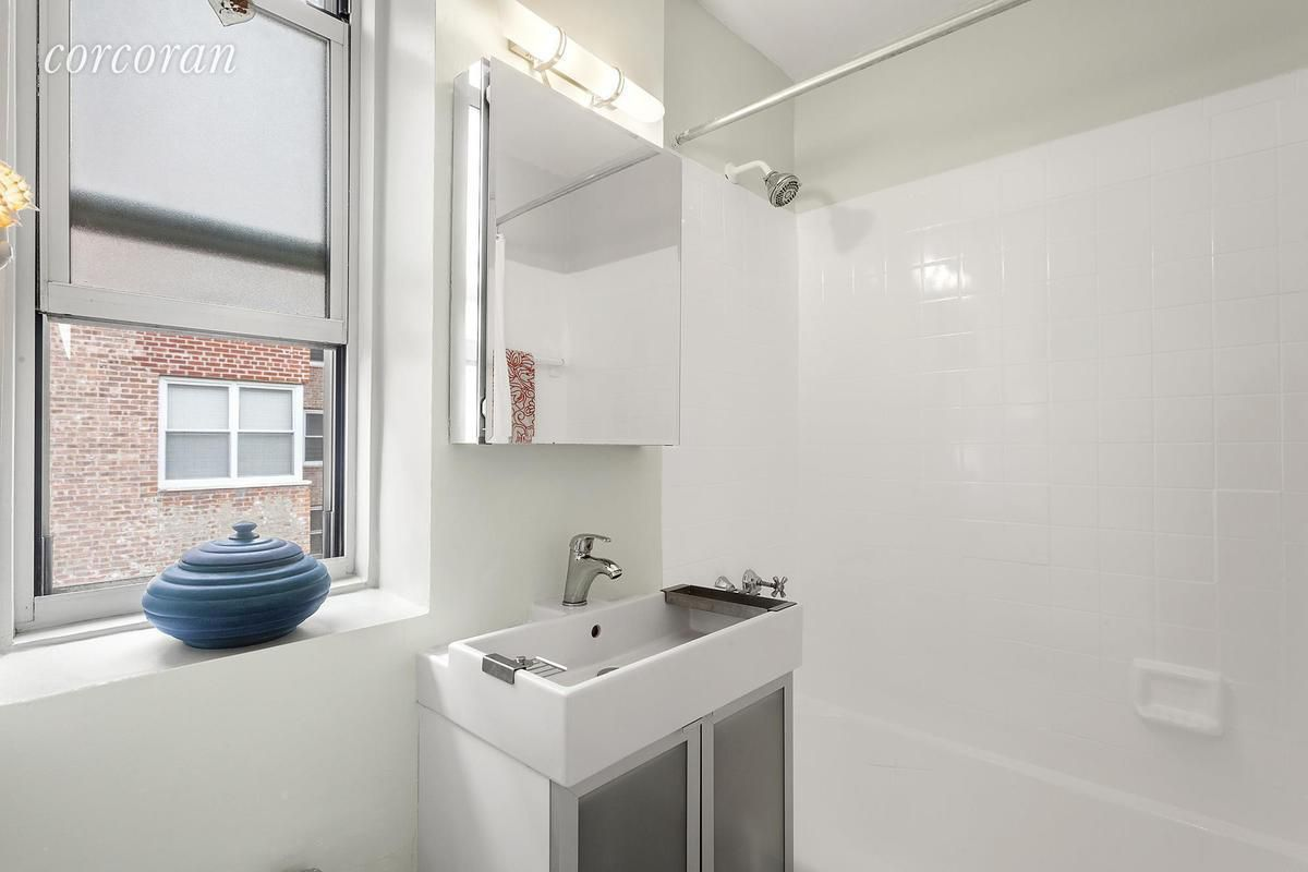 5 tiny but cute Manhattan studios for under $400,000 - Curbed NY