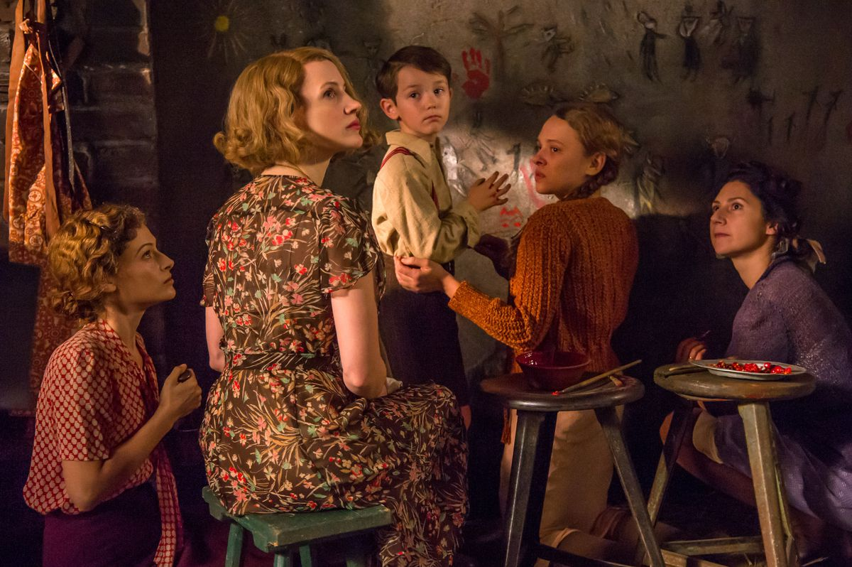 Jessica Chastain,Efrat Dor,Shira Haas, andTimothy RadfordinThe Zookeeper's Wife