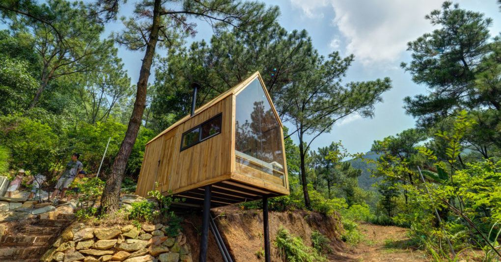 Bare bones tiny house with glass wall perches on stilts for Cost to build a house in northern virginia