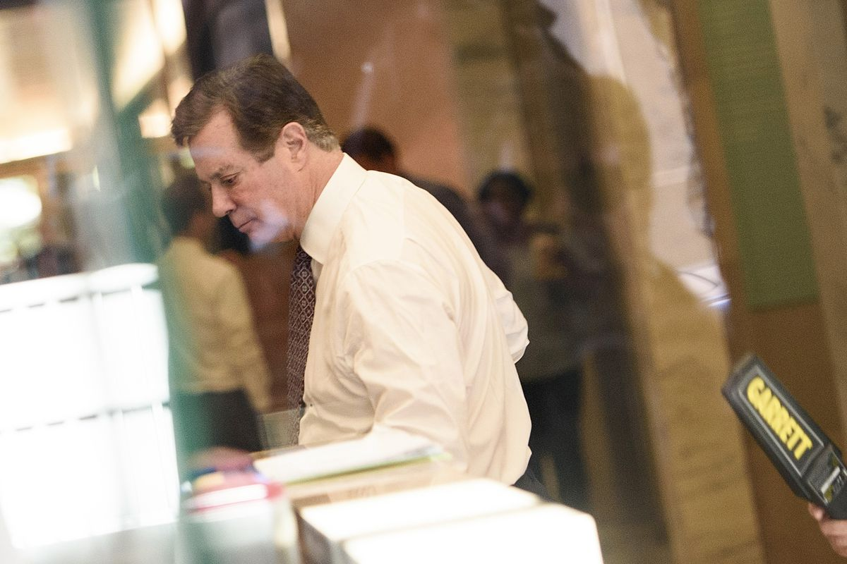 Paul Manafort going through security at the US District Court.