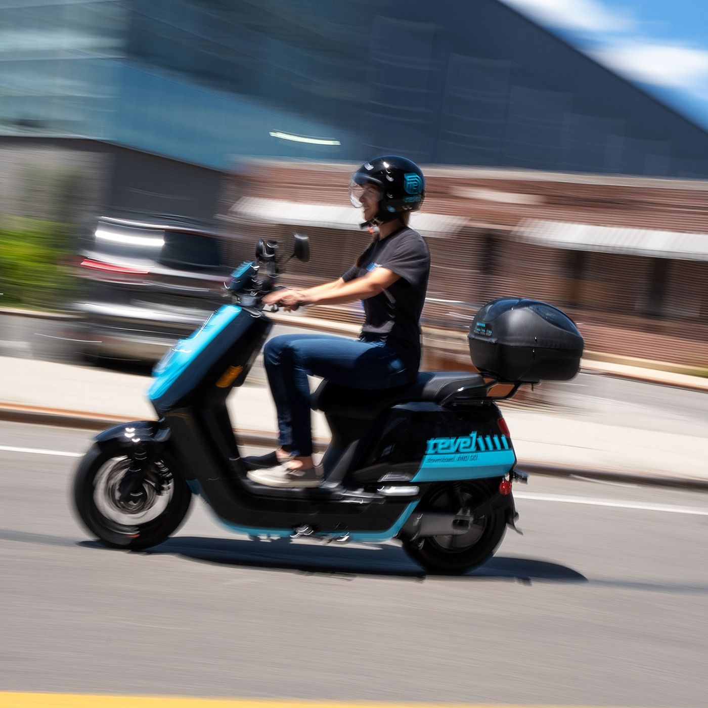 Revel Suspends Its Electric Moped Service In Nyc After Two People Are Killed The Verge