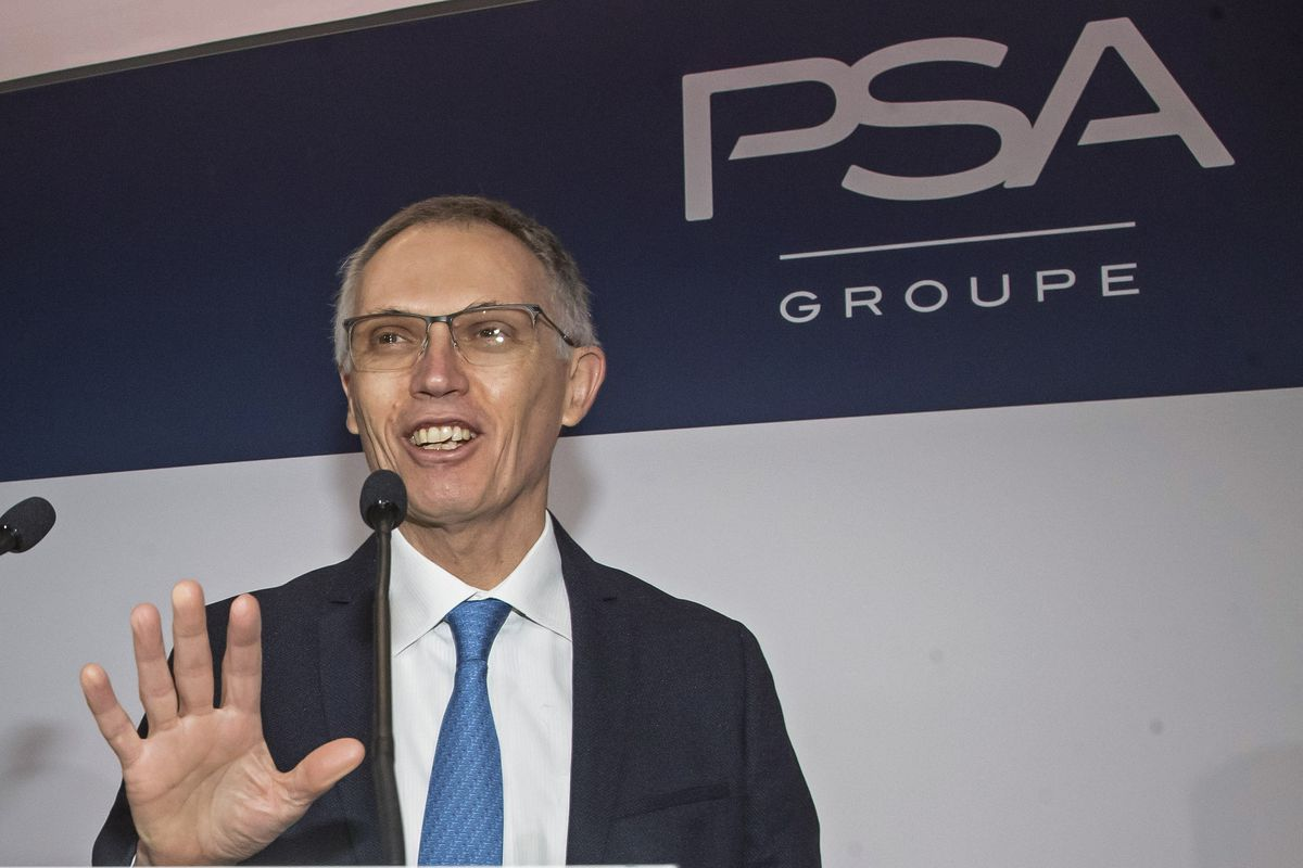 Carlos Tavares, chief executive officer of PSA Groupe, which operates automaker Stellantis, says that ,by 2025, 98 % of itsCarlos Tavares, chief executive officer, says that, by 2025, 98% of automaker Stellantis's models in North America and Europe will have electric versions available.models in North America and Europe will have electric versions.