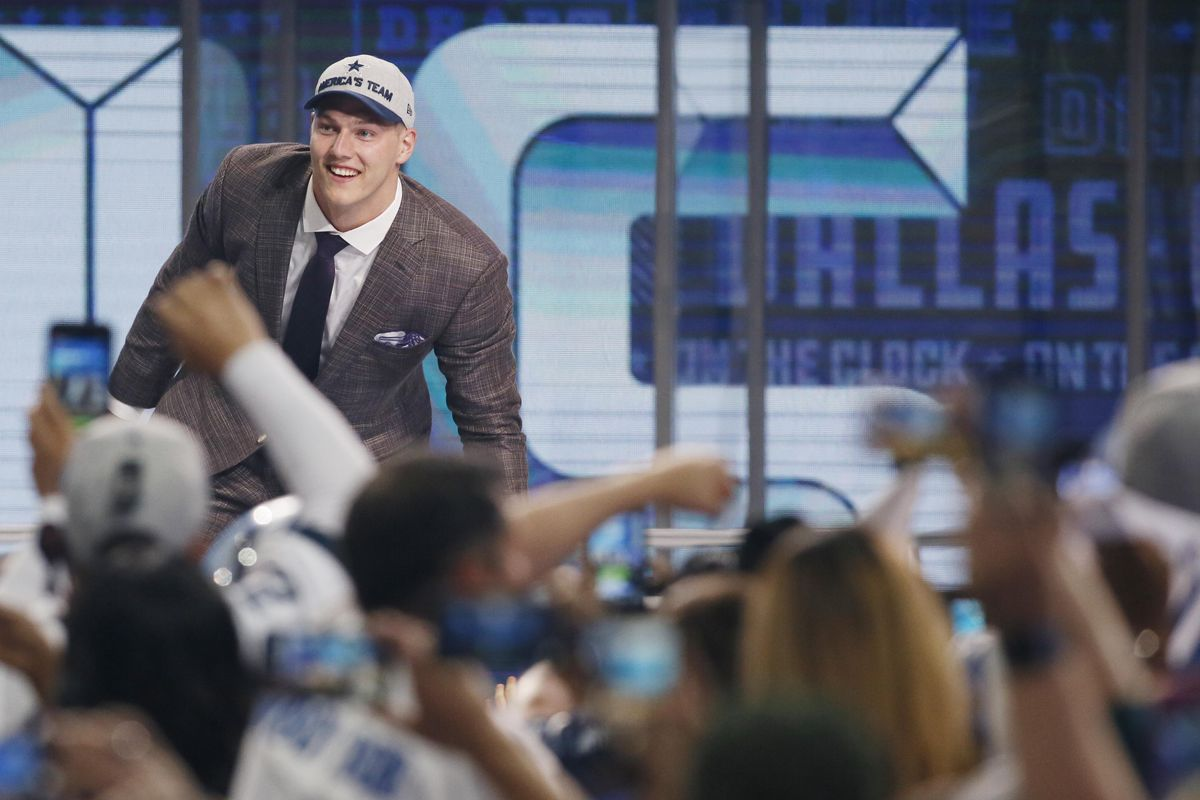 16fdf5d7908 Leighton Vander Esch's family bus is being given a rightful Cowboys twist