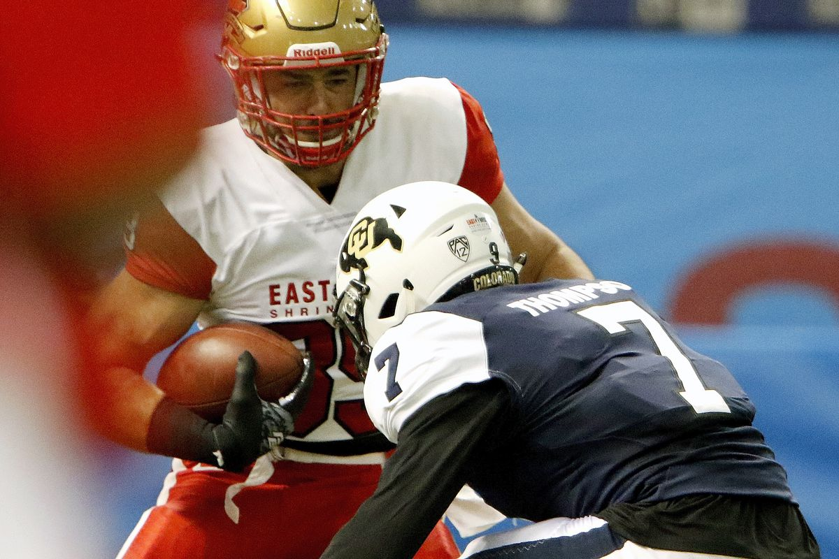ST. PETERSBURG, FL:  East team tight end Antony Auclair (89) of Laval looks for room to run against West team safety Cedric Thompson (7) during the 2017 East-West Shrine Game at Tropicana Field.