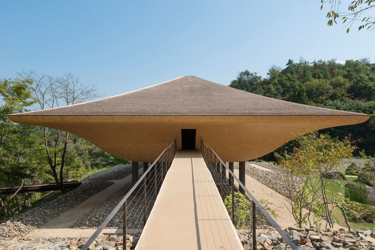ship-shaped pavilion