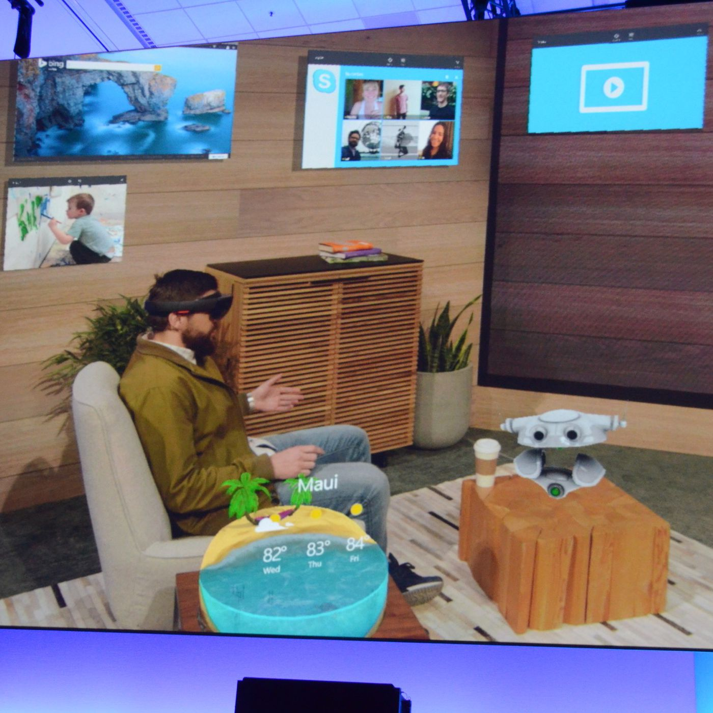 Windows 10 apps in HoloLens look amazing and completely