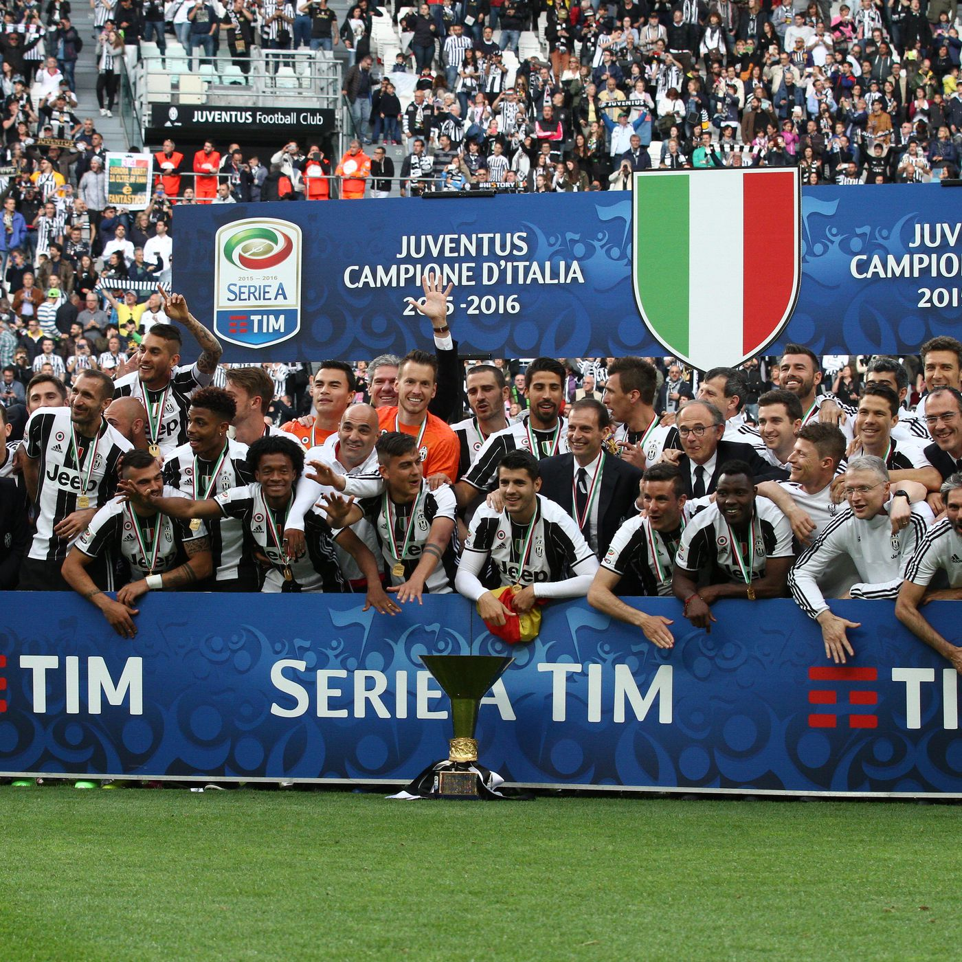 Juventus Re Watch 2015 To 2020 Black White Read All Over