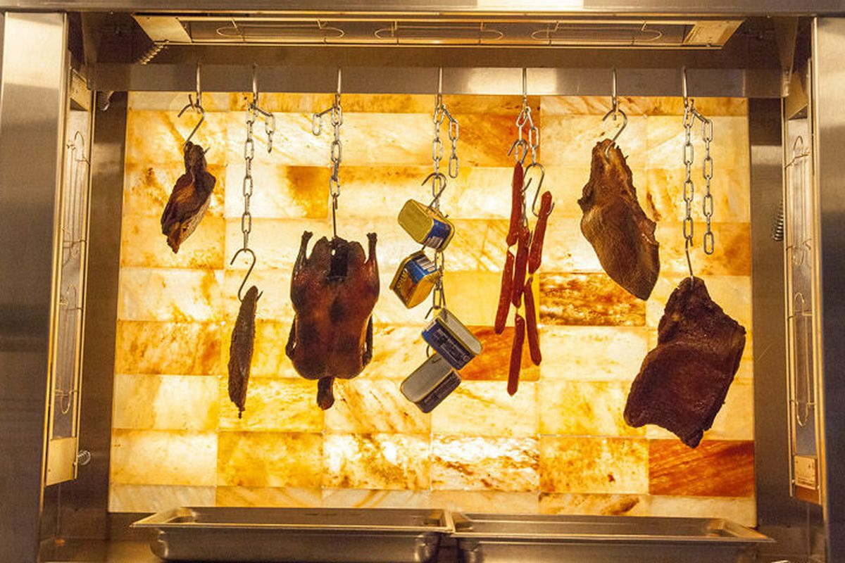 """<a href=""""http://chicago.eater.com/archives/2013/08/23/take-a-peek-at-the-meaty-burkes-bacon-bar.php"""">Burke's Bacon Bar, Chicago</a>"""