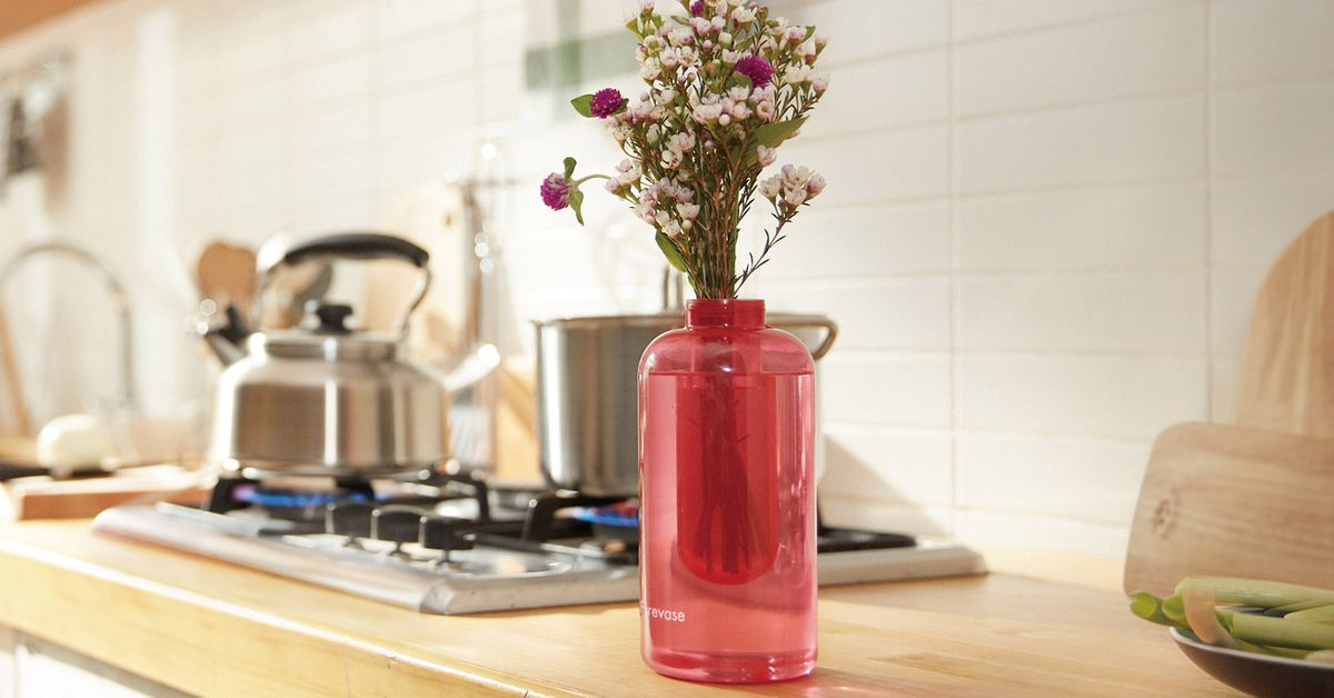 This Samsung Flower Vase is Also a Throwable Fire Extinguisher