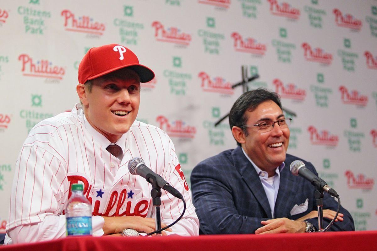 Jonathan Papelbon signs with the Philadelphia Phillies