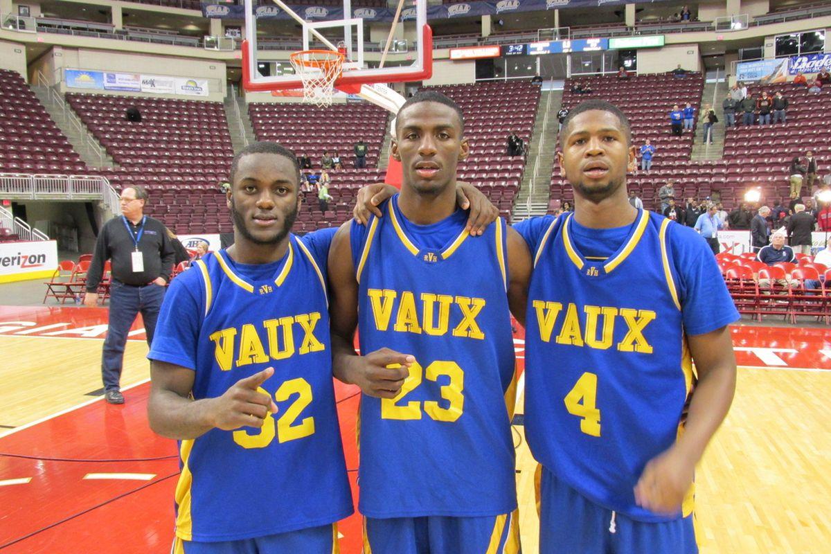 Rysheed Jordan (middle) with teammates.