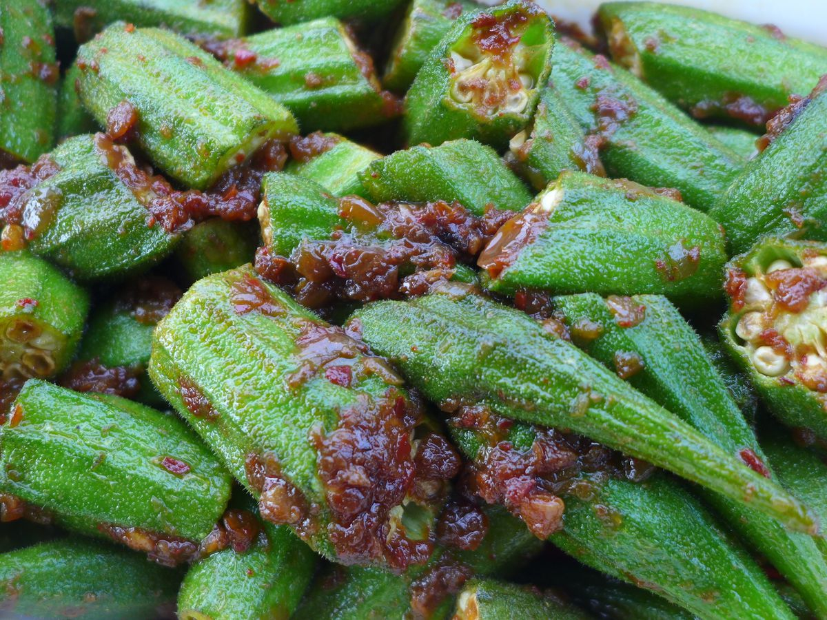 Green steamed okra with a sweet fish sauce.