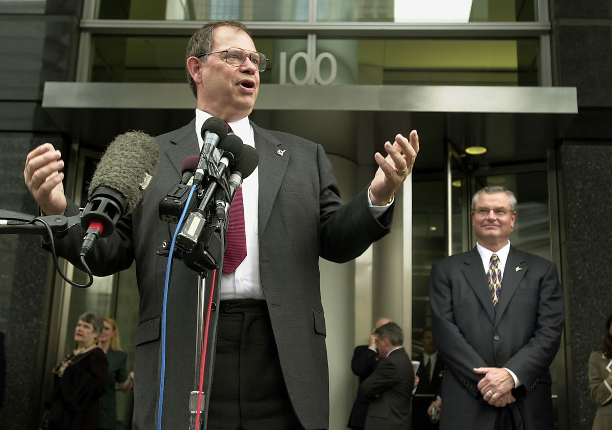Boeing Chairman Philip Condit speaks in 2001 about the company's move to 100 N. Riverside Plaza in Chicago. Behind him is Senior Vice President John Warner.