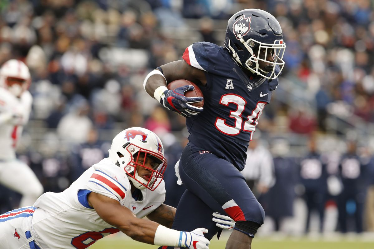NCAA Football: Southern Methodist at Connecticut